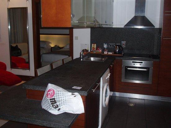 Villa Rotana - Dubai: Kitchenette