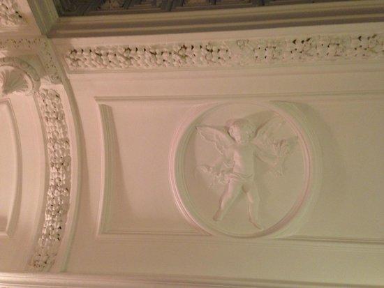 Hilton Edinburgh Grosvenor : bathroom ceiling