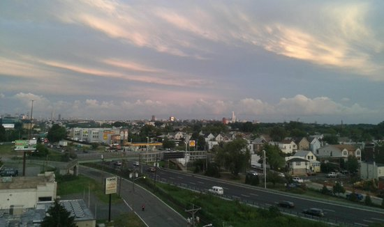 Meadowlands Plaza Hotel-Secaucus : Day view over manhatten from the room