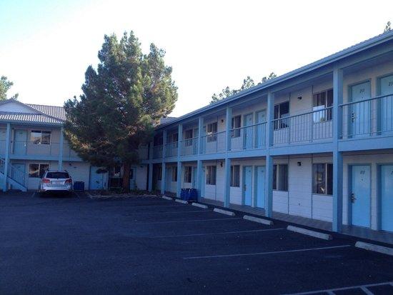Exchange Club Motel: Esterno motel
