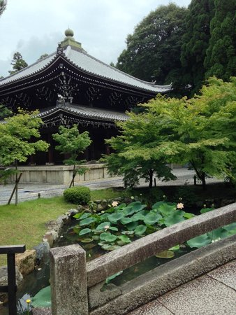 Chionin Temple: a temple with bridge and pond