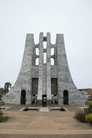 Nkrumah statue - Picture of Dr. Kwame Nkrumah's Mausoleum ...