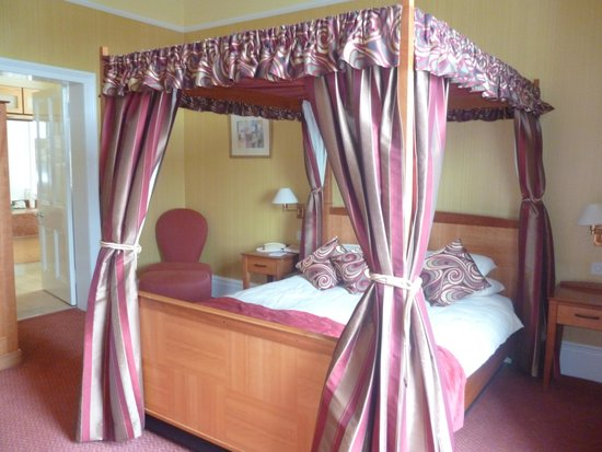 Cairndale Hotel & Leisure Club: 4 poster bed