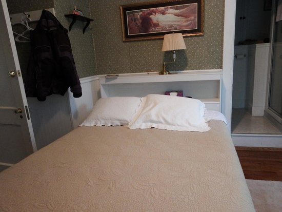North Country Inn B&B: Our bedroom was spotless and cozy!!