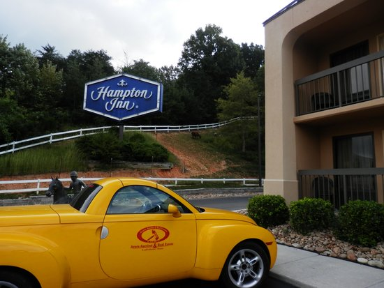 Hampton Inn Caryville - I-75 / Cove Lake State Park: view of sign on side of building