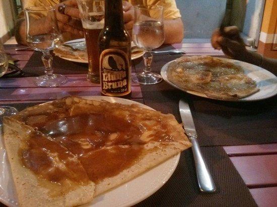 Crêperie du Théâtre : Crêpe au caramel au beurre salé et une  excellente bière... :-))