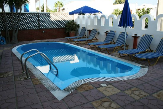 Pension Stella : nice pool but the water is very cold