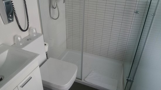 Il bagno 3 5 mq foto di vitium urban suites madrid - Bagno di 4 mq ...