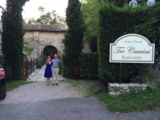 Antico Casale Tre Camini: Studentessa Matta with her husband in front of Tre Camini