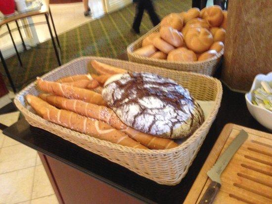 Imperial Riding School Renaissance Vienna Hotel: Breakfast buffet