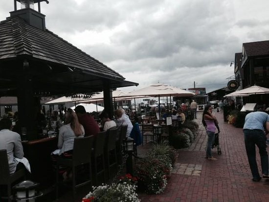 22 Bowen's Wine Bar & Grille: Outdoor seating with a view