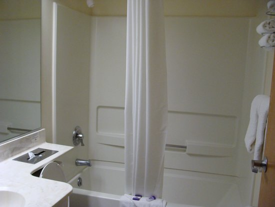 Knights Inn & Suites Allentown: all contained bathroom; water in shower ran hot!