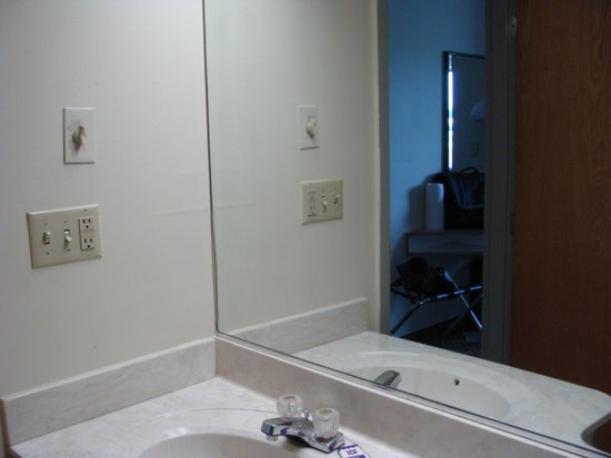 Knights Inn & Suites Allentown: clean bathroom