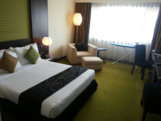 Cinnamon Lakeside Colombo: Premium room view
