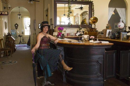 Tahoe House Hotel: Historic common room bar