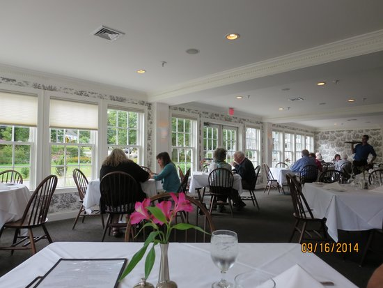 Old Yarmouth Inn: The main dining room
