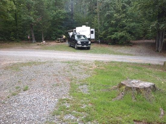 Heavenly Acres Campground: 29 foot trailer easy to back in!