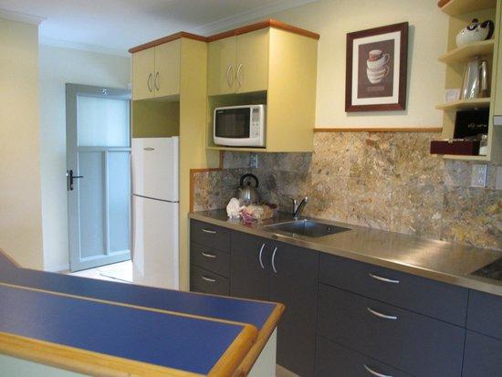 Breakers Motel : kitchen