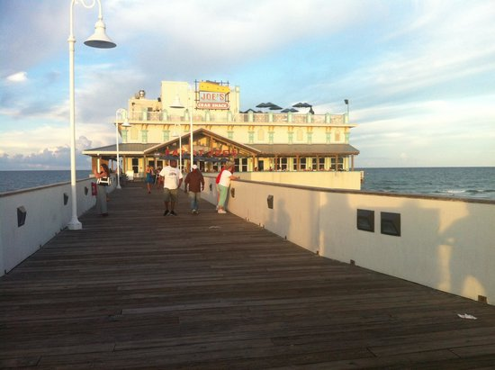 Boardwalk Amusement Area and Pier : Pier Daytona Beach. Joes Crab Shack