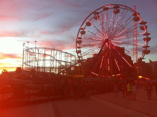 Boardwalk Amusement Area and Pier: Boatdwalk