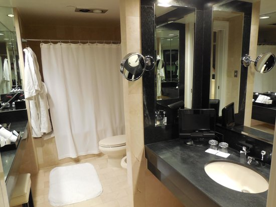 The Michelangelo Hotel: One of two bathrooms in Grand One Bedroom Suite