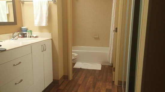 Extended Stay America - Shelton - Fairfield County: Bathroom