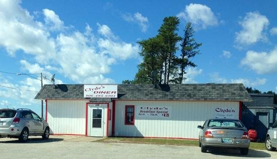 Kincheloe, MI: Clyde's diner across the street from airport.  good eats!