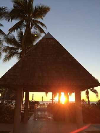 Chateau Royal Beach Resort and Spa : sunset at pool