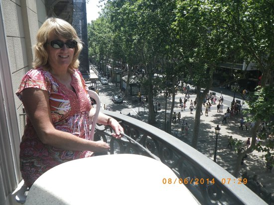 Hotel Continental Barcelona: My wife enjoying the view of activities on La Rambla!