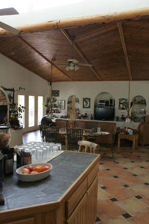 Adobe Abode Bed & Breakfast: Nore guest area