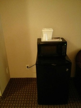 "Howard Johnson Inn & Suites Allentown/Dorney : ""Kitchenette"""