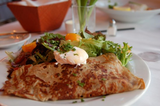 Bleu: Buckwheat Crepe with poached egg