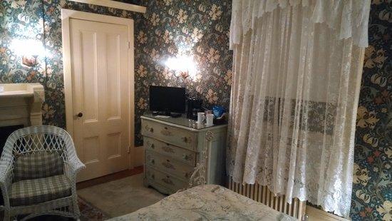 Coach House Inn: Room 28