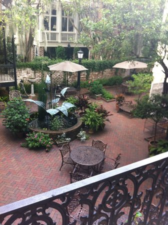 Eliza Thompson House Savannah: courtyard