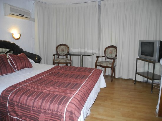 Hotel Montecarlo: Detalhe da suíte