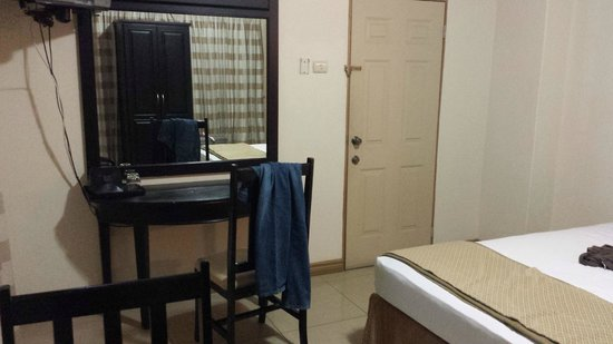 Palm's Hotel Trinidad: Door