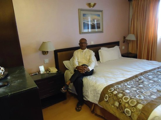 Hotel Shanker: Realxing in the room before we leave of outing !
