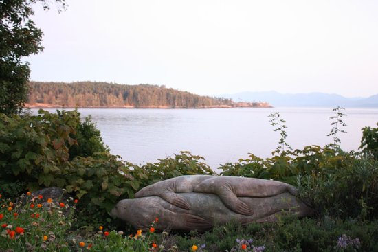 Sooke Harbour House: Beach View from restaurant