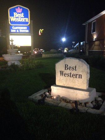 Days Inn & Suites Coralville: Tombstone says is all....