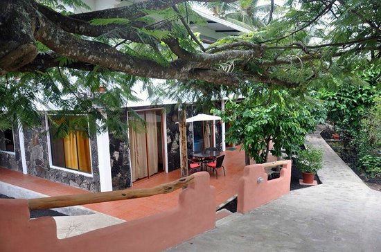 Lava House Hostal : Vista de afuera de la habitación