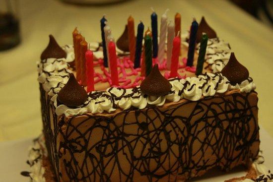 Baskin Robbins Ice Cream Cake With Kisses