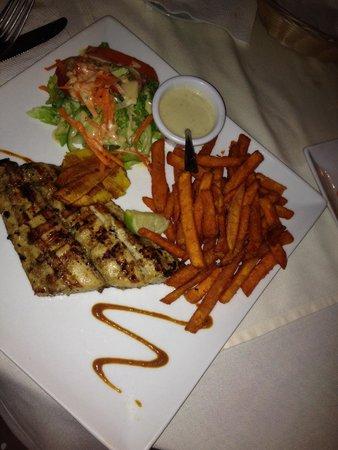 Villa Royale: Mahi mahi with delicious sweet potato fries