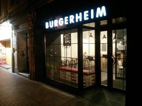 Burgerheim : At night