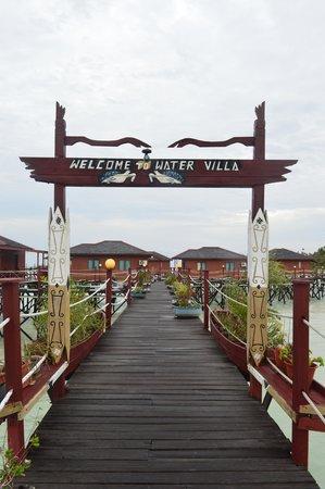 Maratua Paradise Resort: water villa