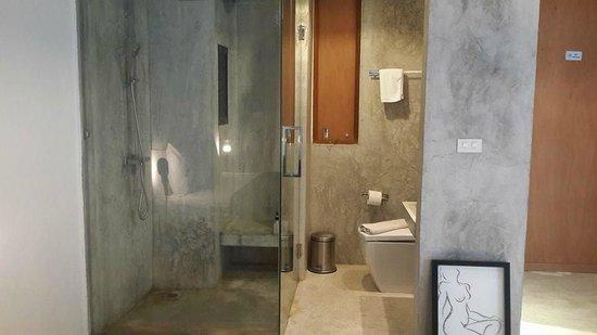 ELLA Bed: I love the bathroom!