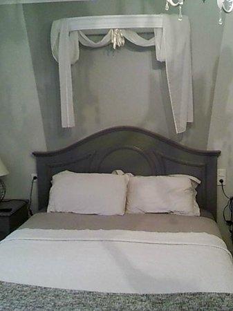 chambre verte - Photo de Chambres d\'Hotes Les Ifs, Montsûrs ...