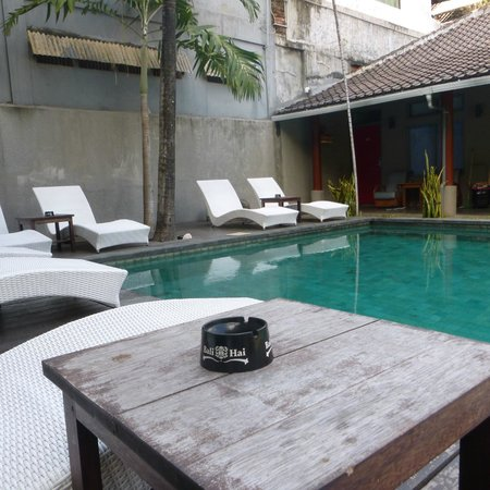 Kayun Hostel : Pool side