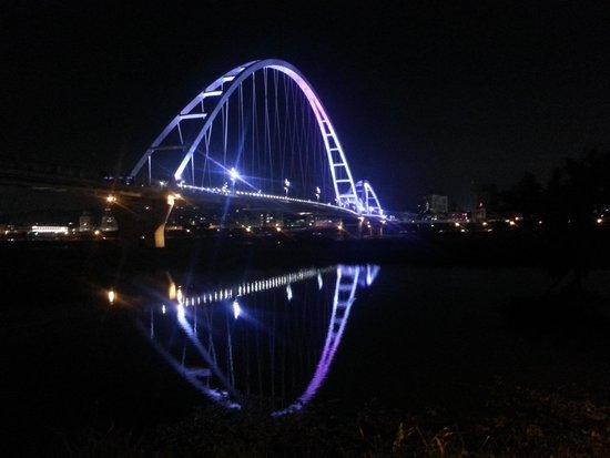 Taiwan: 新月橋