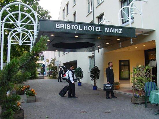 Günnewig Hotel Bristol Mainz: Eingang