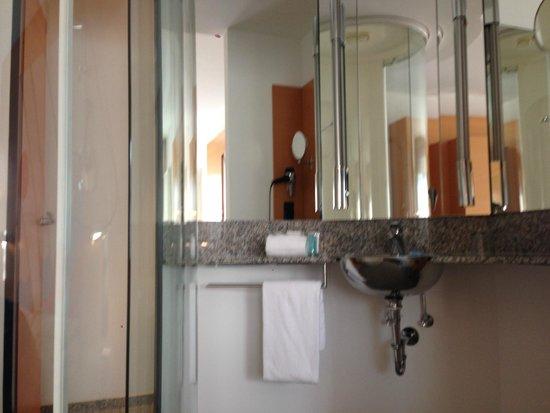 Select Hotel Berlin Ostbahnhof: Bathroom